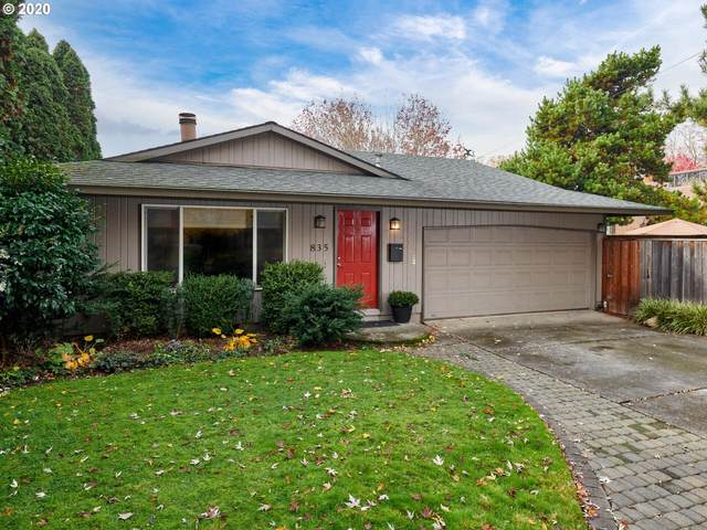 835 NE 33RD Ave, Portland, OR 97232 (MLS #20556249) :: McKillion Real Estate Group