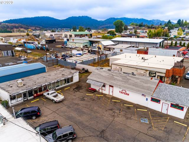 1830 NE Stephens St, Roseburg, OR 97470 (MLS #20569135) :: McKillion Real Estate Group