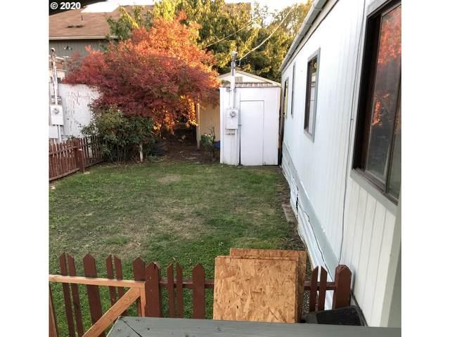 101 NE Zeus Ave, Roseburg, OR 97470 (MLS #20569501) :: Lux Properties