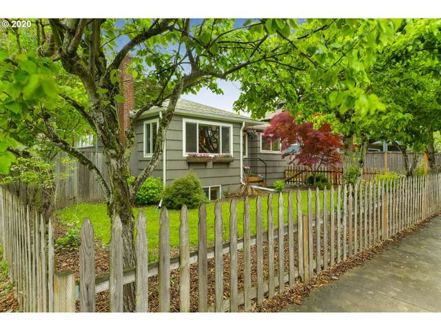 3431 SE 38TH Ave, Portland, OR 97202 (MLS #20577637) :: Holdhusen Real Estate Group