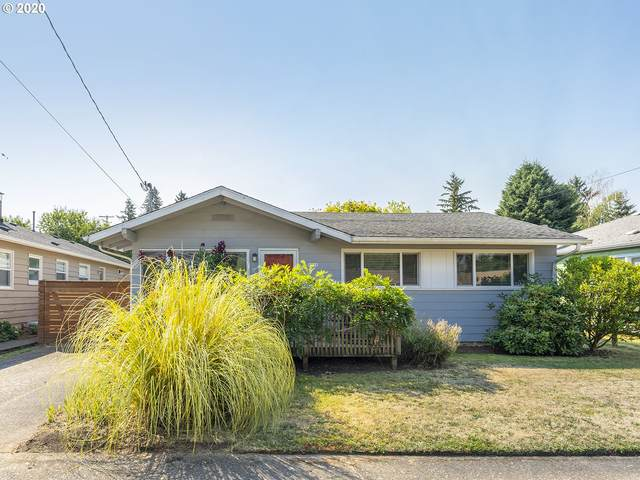 8930 NE Sacramento St, Portland, OR 97220 (MLS #20590044) :: Fox Real Estate Group
