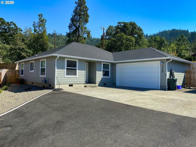 3087 W Woodside Ave, Roseburg, OR 97471 (MLS #20607195) :: Real Tour Property Group