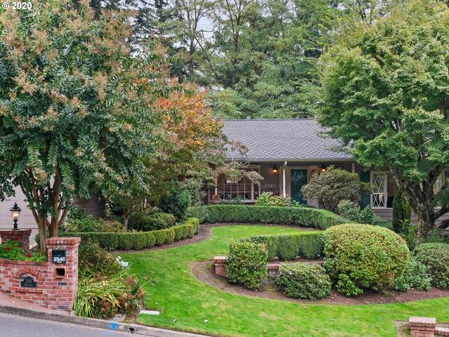 2540 SW Garden View Ave, Portland, OR 97225 (MLS #20609880) :: Fox Real Estate Group