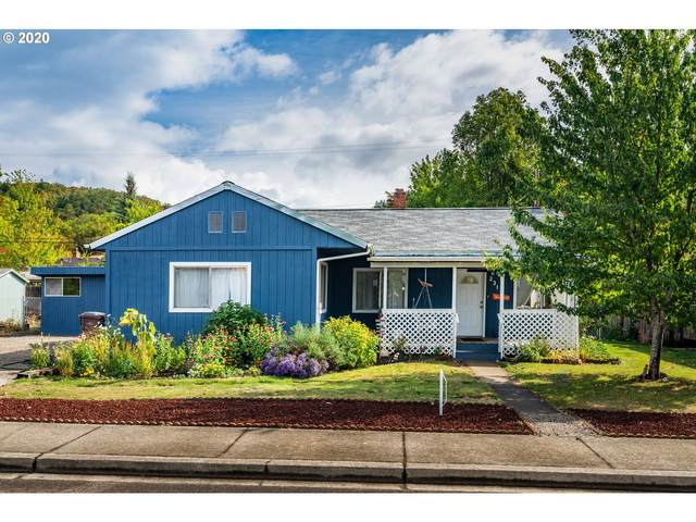 231 Harbor Dr, Riddle, OR 97469 (MLS #20633648) :: Cano Real Estate