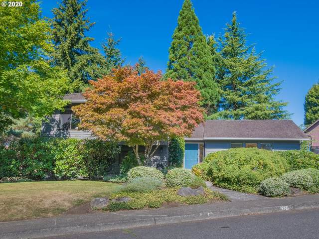2631 SW Orchard Hill Pl, Lake Oswego, OR 97035 (MLS #20642677) :: Fox Real Estate Group