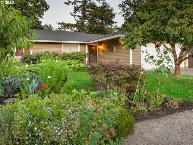 3390 SE Pelton Ave, Troutdale, OR 97060 (MLS #20655564) :: Fox Real Estate Group