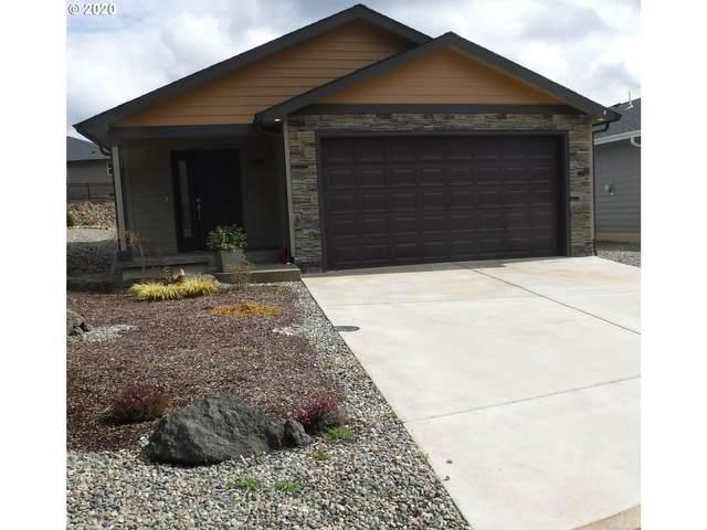 530 Fairway Estates Dr, Sutherlin, OR 97479 (MLS #20655642) :: Fox Real Estate Group