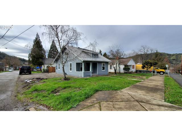 1049 SE Roberts Ave, Roseburg, OR 97470 (MLS #20655965) :: Stellar Realty Northwest