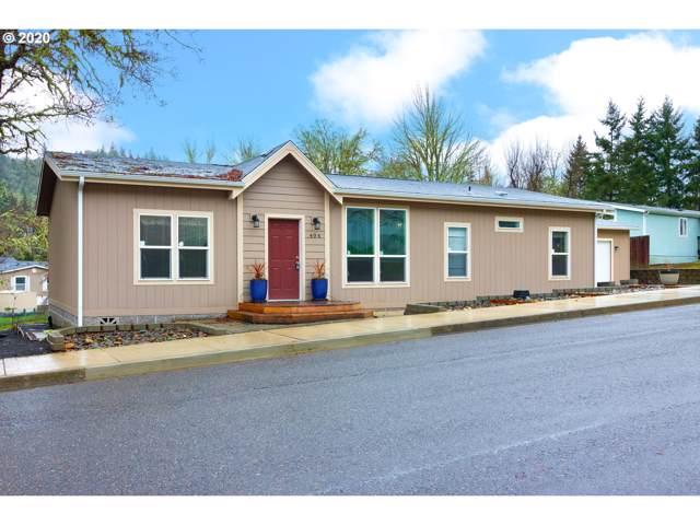 404 NE Kirby Ave, Roseburg, OR 97470 (MLS #20659916) :: McKillion Real Estate Group