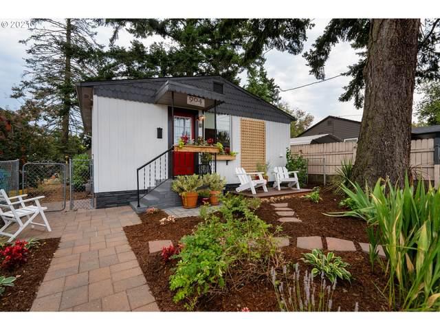 904 NE 93RD Ave, Portland, OR 97220 (MLS #21009423) :: Holdhusen Real Estate Group