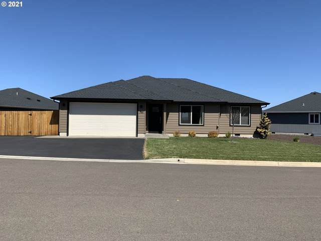 190 Masyn Ct, Roseburg, OR 97471 (MLS #21027586) :: Townsend Jarvis Group Real Estate