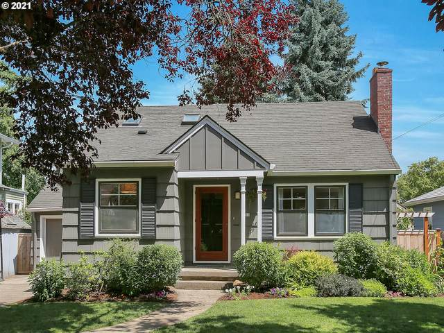 7710 SE 18TH Ave, Portland, OR 97202 (MLS #21035192) :: The Pacific Group