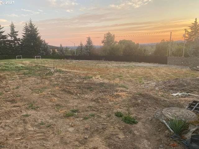 9270 SE Emmert View Ct, Happy Valley, OR 97086 (MLS #21037858) :: Fox Real Estate Group