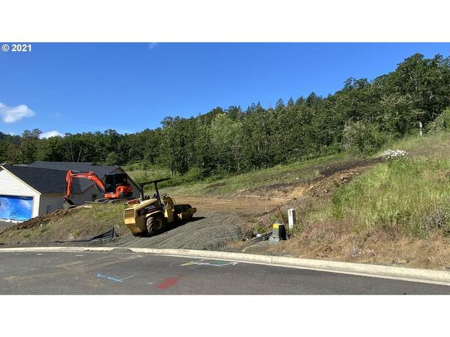 924 SE Golden Eagle Ave, Roseburg, OR 97470 (MLS #21038990) :: McKillion Real Estate Group
