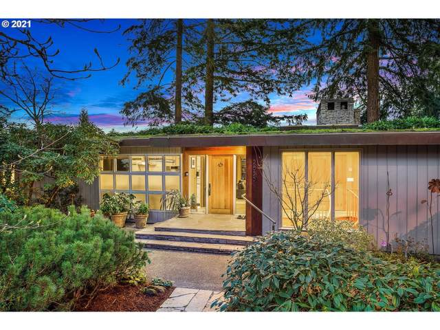 2855 SW Rutland Ter, Portland, OR 97205 (MLS #21058116) :: Cano Real Estate