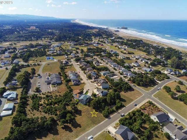 923 Rogers Pl, Bandon, OR 97411 (MLS #21062094) :: Fox Real Estate Group