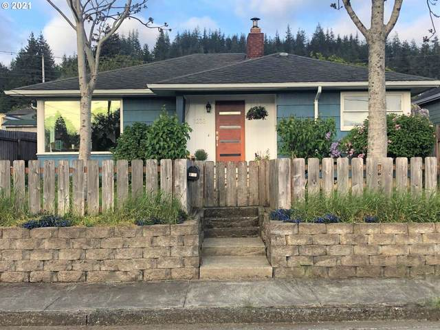 1238 N Folsom Ct, Coquille, OR 97423 (MLS #21062290) :: Coho Realty