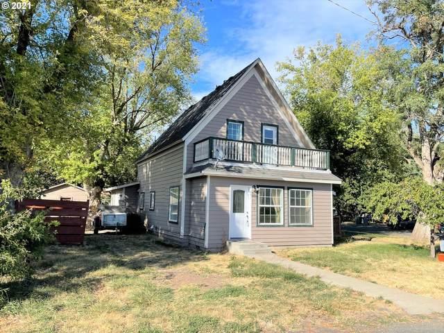 1115 V Ave, La Grande, OR 97850 (MLS #21082009) :: McKillion Real Estate Group