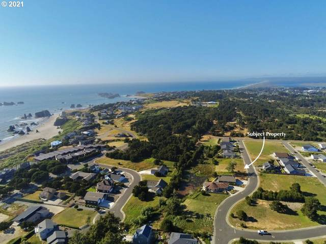 2695 Lincoln Ave SW, Bandon, OR 97411 (MLS #21085433) :: The Pacific Group