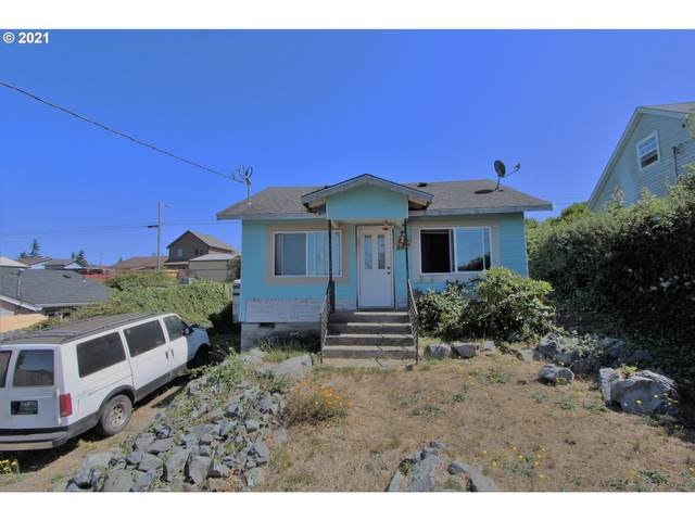 272 1ST Ave, Coos Bay, OR 97420 (MLS #21092019) :: Change Realty