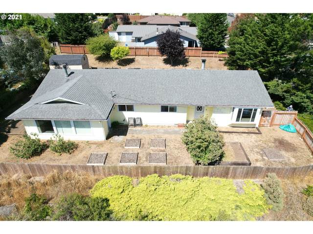 2425 Virginia Ave, North Bend, OR 97459 (MLS #21132313) :: Cano Real Estate