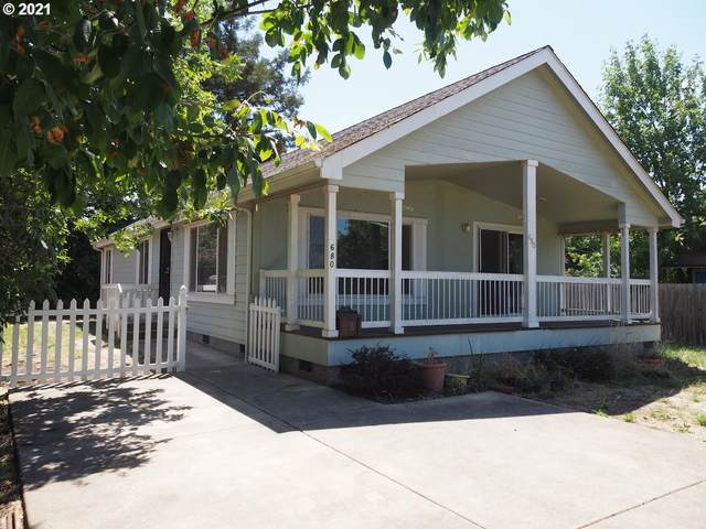 680 E 32ND Ave, Eugene, OR 97405 (MLS #21134195) :: McKillion Real Estate Group