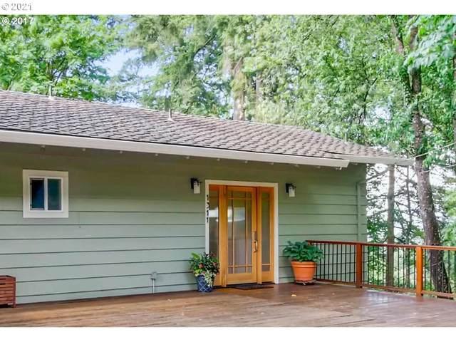 1311 Pine St, Lake Oswego, OR 97034 (MLS #21135040) :: McKillion Real Estate Group