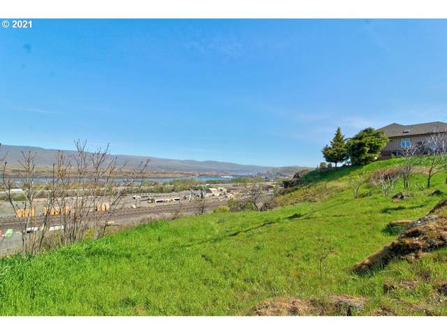 2315 E 9TH St, The Dalles, OR 97058 (MLS #21137947) :: Song Real Estate