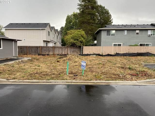 1542 E 3rd St, Newberg, OR 97132 (MLS #21150320) :: Fox Real Estate Group