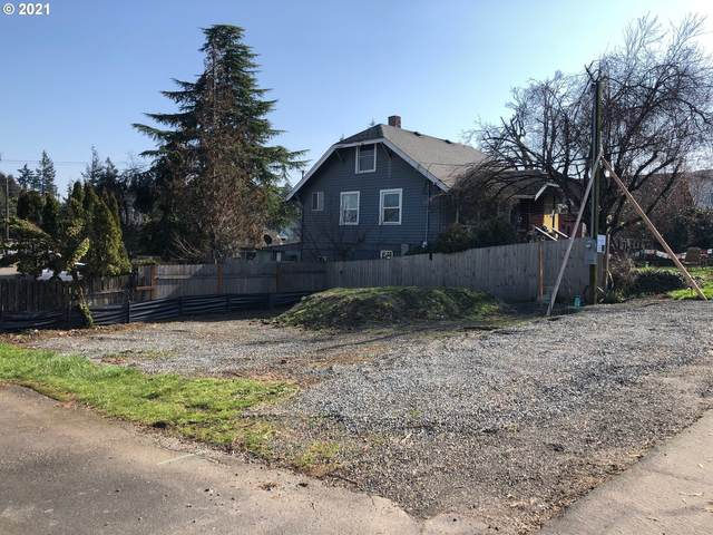 305 Myrtle St, Oregon City, OR 97045 (MLS #21152492) :: Fox Real Estate Group