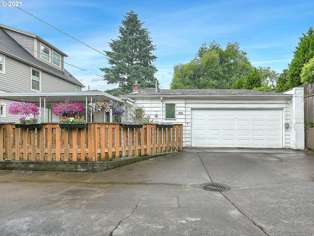 3425 NE 33RD Ave, Portland, OR 97212 (MLS #21152878) :: The Haas Real Estate Team