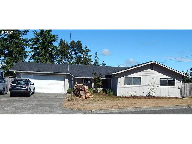 1997 Oak St, North Bend, OR 97459 (MLS #21156969) :: Fox Real Estate Group