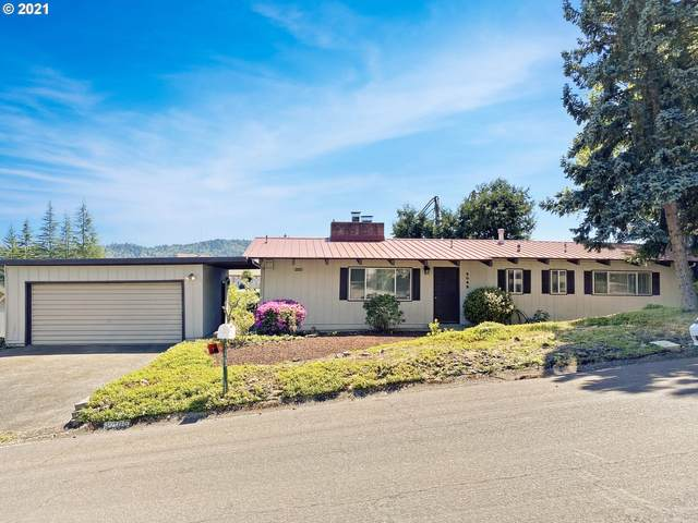 2065 NW Delridge Ave, Roseburg, OR 97471 (MLS #21156989) :: Real Tour Property Group