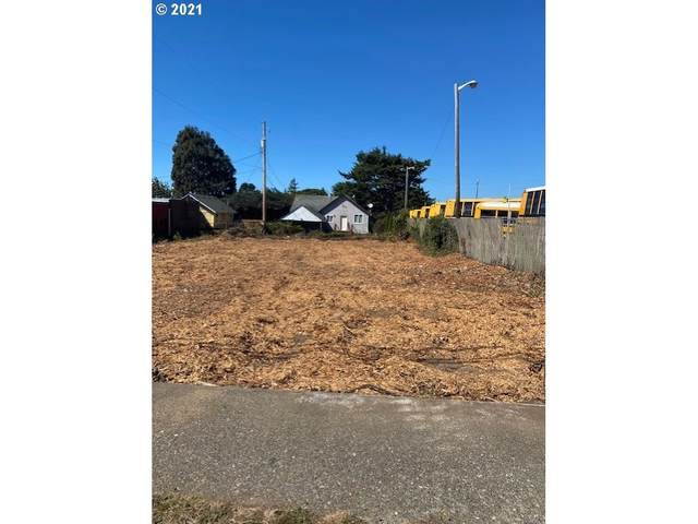 136 N Wall St, Coos Bay, OR 97420 (MLS #21191112) :: Premiere Property Group LLC