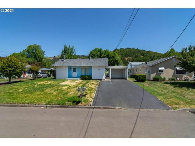 1541 NE Morris St, Roseburg, OR 97470 (MLS #21198928) :: Real Tour Property Group