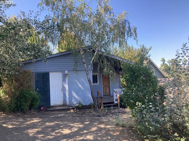 415 SE Fourth St, Oakland, OR 97462 (MLS #21202949) :: Townsend Jarvis Group Real Estate