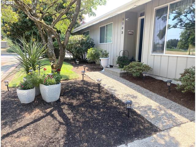 1892 Balboa St, Eugene, OR 97408 (MLS #21203082) :: The Pacific Group