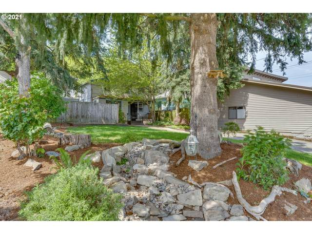 5715 S Kelly Ave, Portland, OR 97239 (MLS #21217923) :: Coho Realty