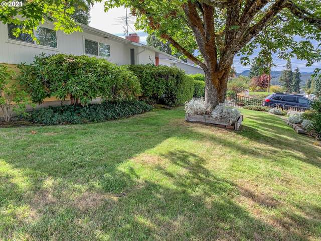 2421 W Lorraine Ave, Roseburg, OR 97471 (MLS #21220901) :: Townsend Jarvis Group Real Estate
