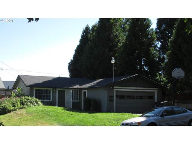 709 NW D St, Grants Pass, OR 97526 (MLS #21239574) :: The Liu Group