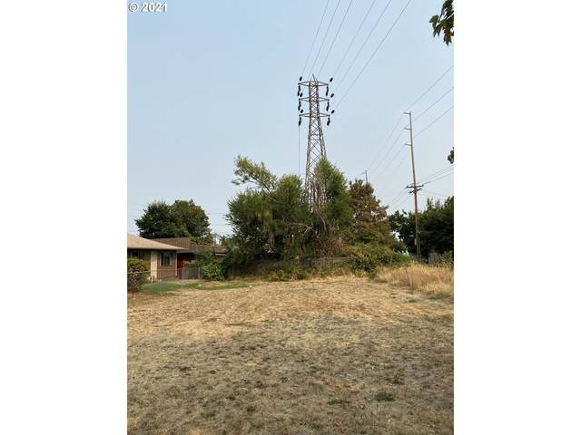 8824 SE 16TH Pl, Portland, OR 97202 (MLS #21242654) :: Song Real Estate