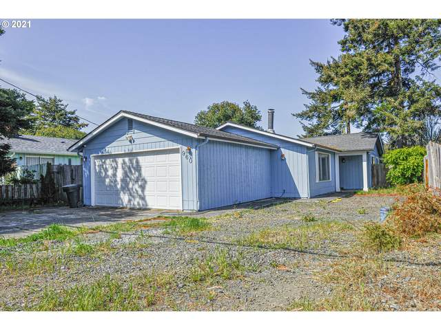 960 Fenwick St, Coos Bay, OR 97420 (MLS #21254908) :: Fox Real Estate Group