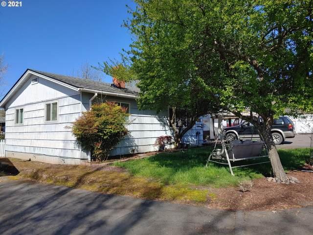 856 NE Oakland Ave, Roseburg, OR 97470 (MLS #21255833) :: TK Real Estate Group
