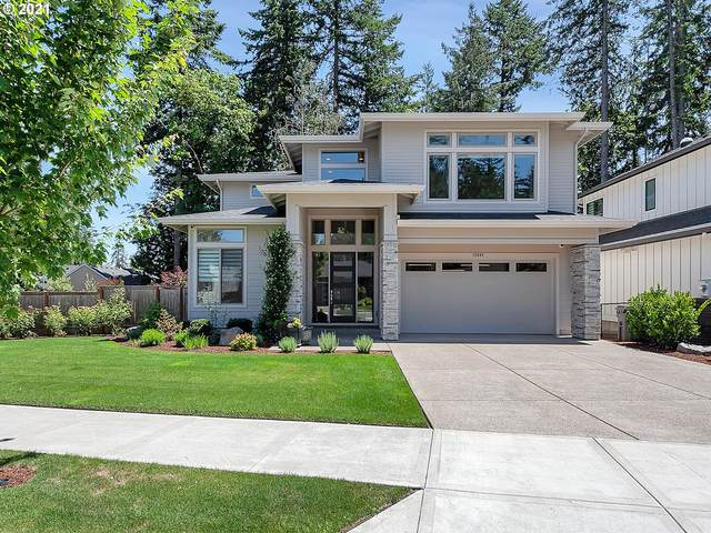 12882 SW Parkdale Ave, Tigard, OR 97223 (MLS #21256162) :: Premiere Property Group LLC