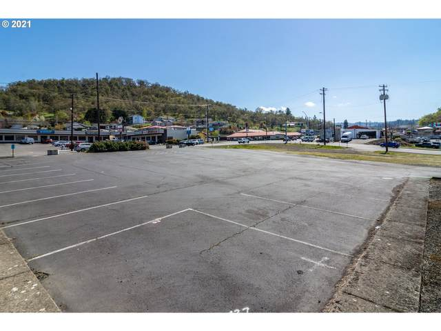 1100 NE Stephens St, Roseburg, OR 97470 (MLS #21256811) :: Townsend Jarvis Group Real Estate