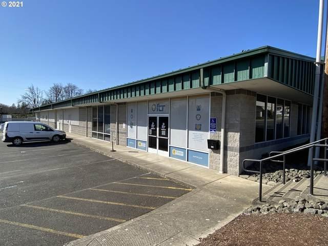 406 NE Winchester St, Roseburg, OR 97470 (MLS #21258746) :: Fox Real Estate Group