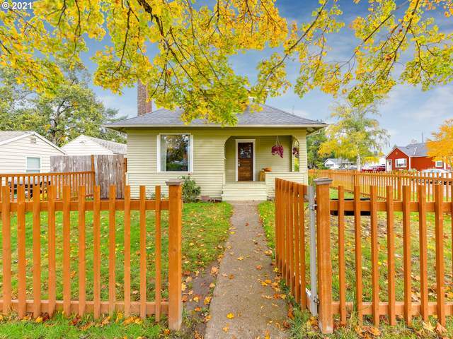 915 E 5TH St, Newberg, OR 97132 (MLS #21258962) :: Song Real Estate