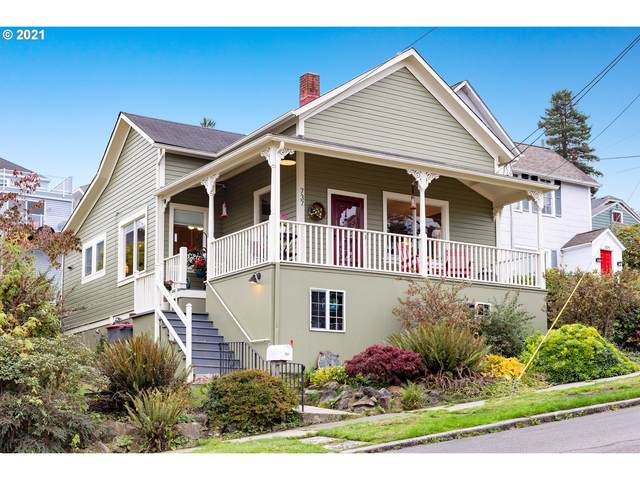 737 Jerome Ave, Astoria, OR 97103 (MLS #21259364) :: Premiere Property Group LLC