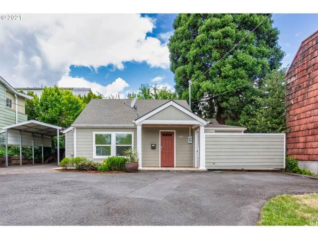 8315 SW Terwilliger Blvd, Portland, OR 97219 (MLS #21260346) :: The Haas Real Estate Team