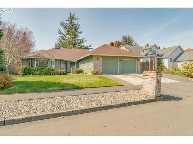 2235 NE 166TH Dr, Portland, OR 97230 (MLS #21263630) :: The Pacific Group